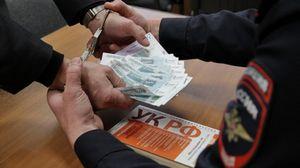 Автоинспектор съел при задержании взятку в размере 15 тысяч рублей