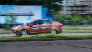 Ford будет обучать начинающих водителей