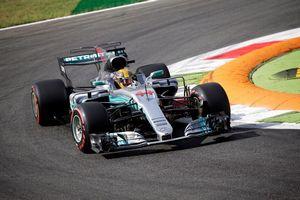 Гран-при италии: лучшая скорость в пятницу была у хэмилтона и феттеля