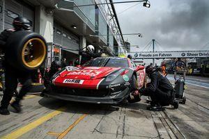 Команда ngk вновь победила в гонках на нюрбургринге