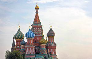 Moscow city racing: болид marussia заглох, а звезда ралли врезался в ограждение