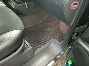 Очевидная необходимость в использовании автомобильных ковриков.