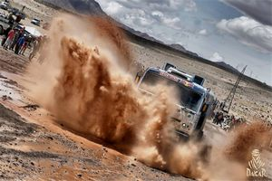 После двух этапов дакара-2013 в общем зачете класса грузовиков находится один белорусский экипаж