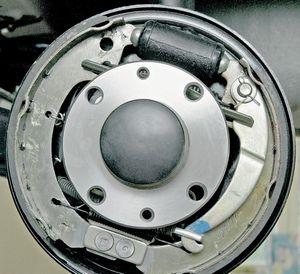 Простые способы как снять тормозной барабан