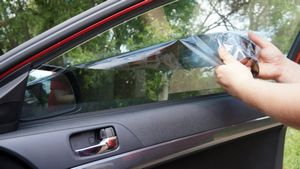 Советы как снять тонировку со стекла самостоятельно