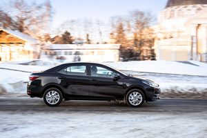 Toyota corolla обновилась в стиле honda